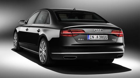 Audi A8L Security trasera