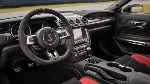 Shelby GT350R interior