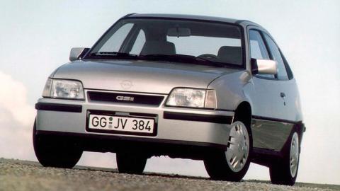 volkswagen Golf GTI o Opel Kadett GSI