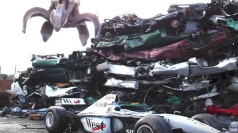 McLaren en un desguace