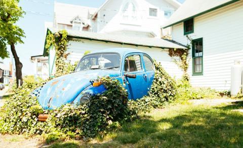 Volkswagen Escarabajo abandonado