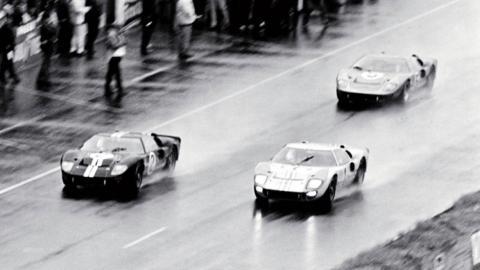 Le Mans 1966: Ford GT40 hacen 1, 2, 3