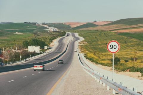 La increíble historia de los límites de velocidad en España