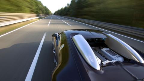 primer-coche-calle-superar-400-kmh_veyron_cenital
