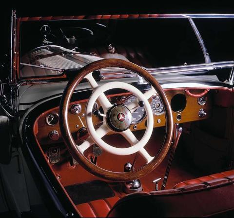 Así ha cambiado el volante de Mercedes en 120 años