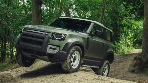 autenticos-coches-4x4-a-la-venta_defender-frontal