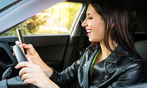 Si coges el móvil en el coche, pierdes estas tres capacidades