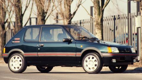 compacto deportivo lujo refinamiento clasico frances utilitario