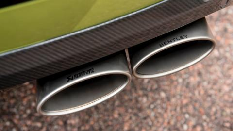 Bentley Bentayga escapes Akrapovic