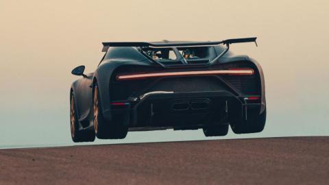 El Bugatti Chiron Pur Sport despega del asfalto en Nardò