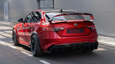 sonido de escape Akrapovic del Alfa Romeo Giulia GTAm