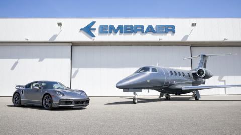 Jet Embraer y Porsche 911 Turbo S