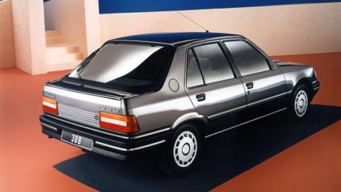 clasico vintage sedan compacto mito