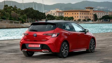 Seat León híbrido o Toyota Corolla