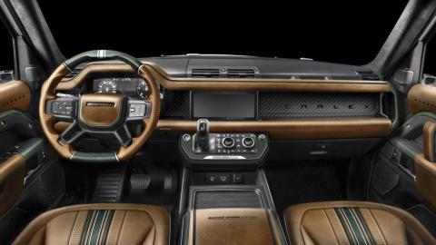 Interior del Land Rover Defender de Carlex Design