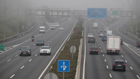 Niebla en la M40 en Madrid