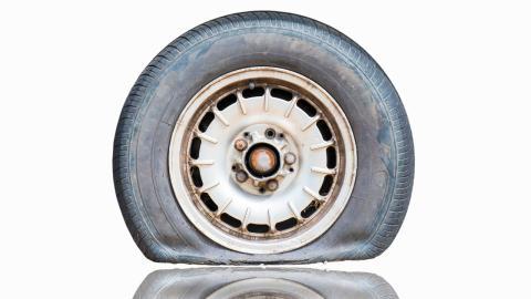 Neumáticos viejos y cristalizados