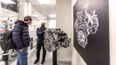 Prueba del Maserati MC20. El motor Nettuno y el banco de pruebas