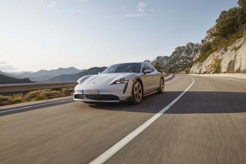 Porsche Taycan Cross Turismo rivales
