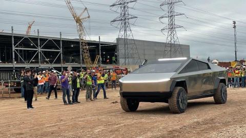 Tesla Cybertruck en Giga Texas, la gigafactoría donde se va a fabricar
