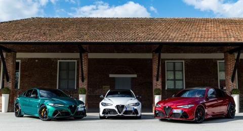 Alfa Romeo GTA y GTAm en colores de la bandera de Italia