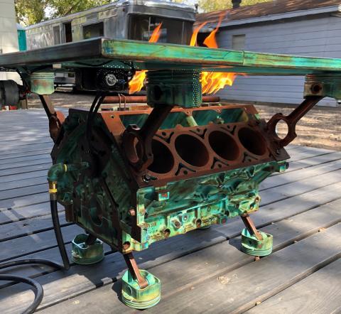 Mesa bloque motor con fuego