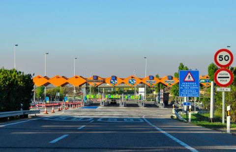 Rusia quiere hacer los peajes gratuitos para coches eléctricos