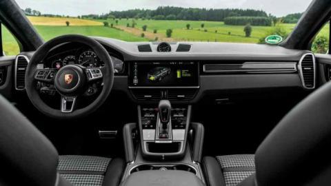 Audi Q8 vs Porsche Cayenne