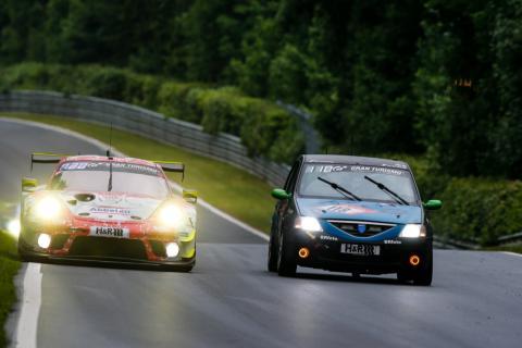 Dacia Logan y Porsche en las 24H Nurburgring