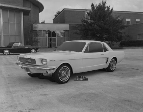 Ford Mustang (prototipo de Ford Studio en 1962)