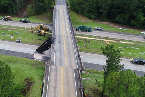 Accidente camión puente