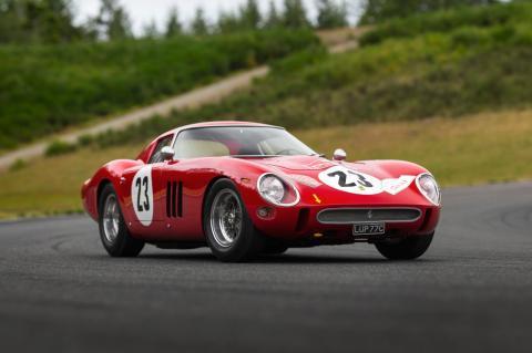 5 coches clásicos garaje Ferrari 250 GTO