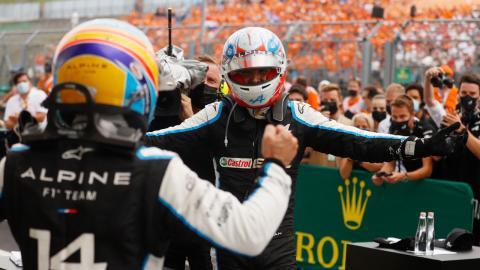 Fernando Alonso y Esteban Ocon en el GP de Hungría de Fórmula 1