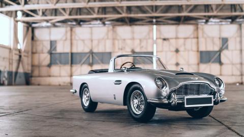 Aston Martin DB5 de 007 a escala
