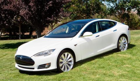 Tesla Model S blanco P90d llantas