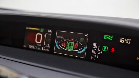 Pantalla central del Toyota Prius 2016