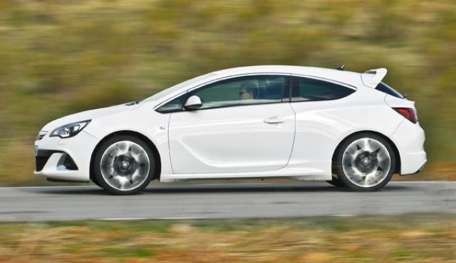 Opel Astra OPC 2012 lateral