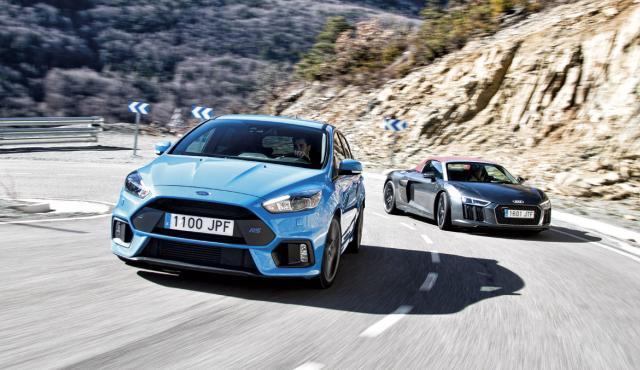 Ford Focus RS contra Audi R8 V10 Spyder