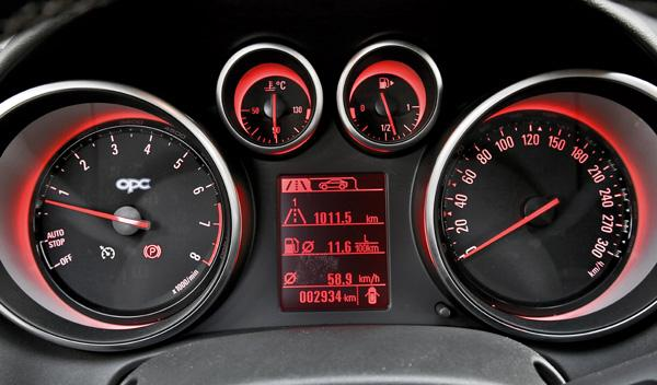Opel Astra OPC 2012 relojes