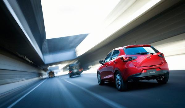 Mazda2 2014 trasera