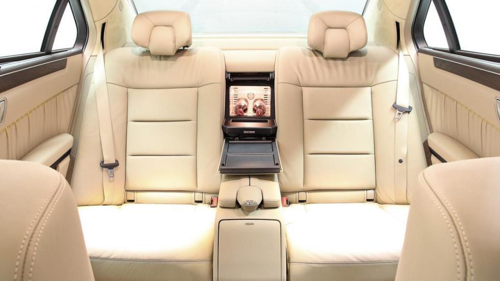 Mercedes clase e limusina seis puertas asientos