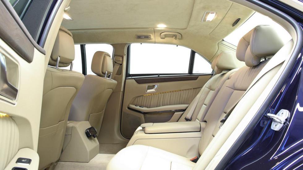Mercedes clase e limusina seis puertas acceso