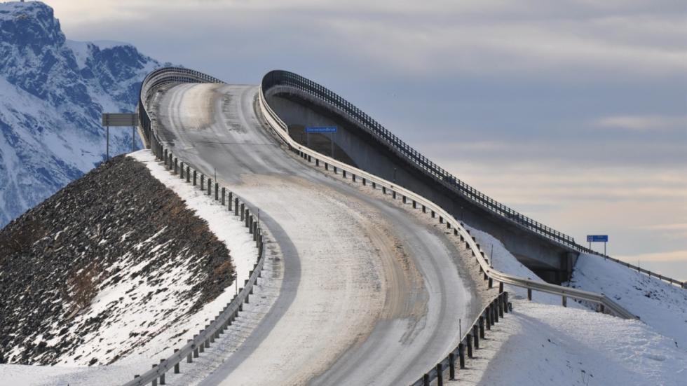 puente de Storseisundet carretera del Atlántico en Noruega