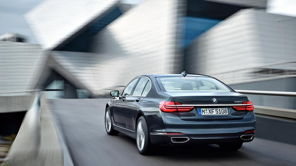 Nuevo BMW Serie 7 2015 trasera 2