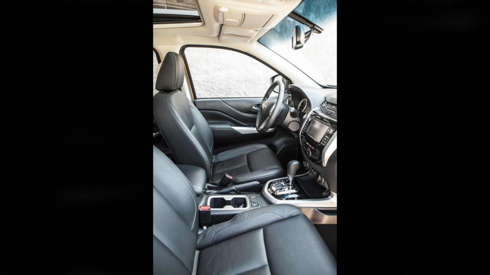 Nissan Navara NP300 2016 interior