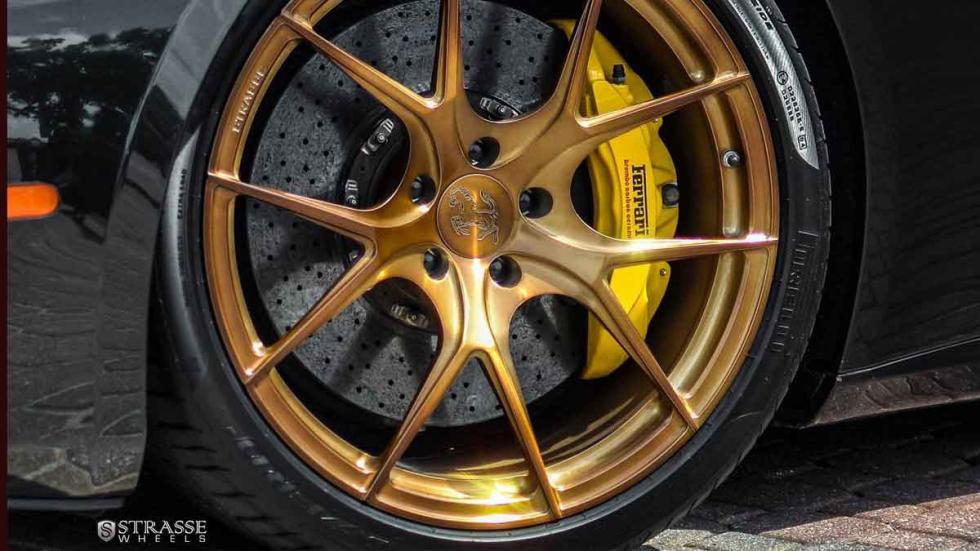 Ferrari California con llantas Strasse detalle