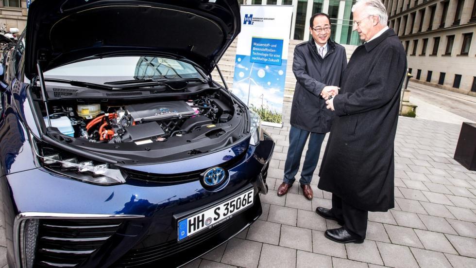 El primer Toyota Mirai, entregado en Alemania