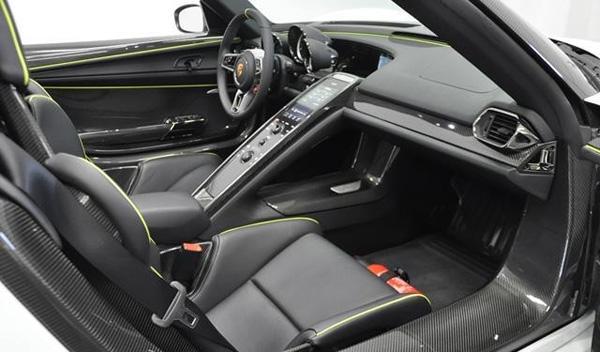 Porsche 918 Spyder Martini interior