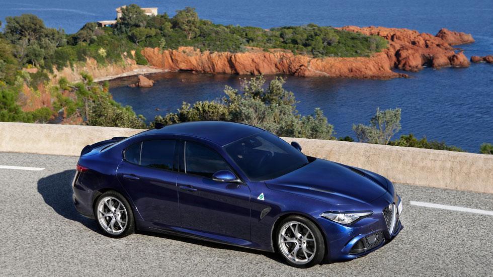 Alfa Romeo Giulia QV azul cenital quadrifoglio