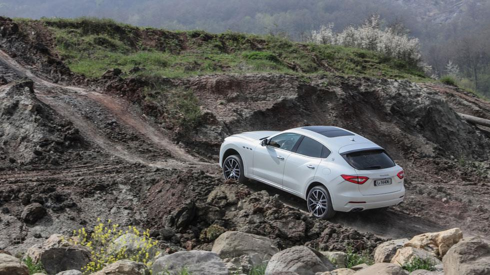 Maserati Levante off-road lateral